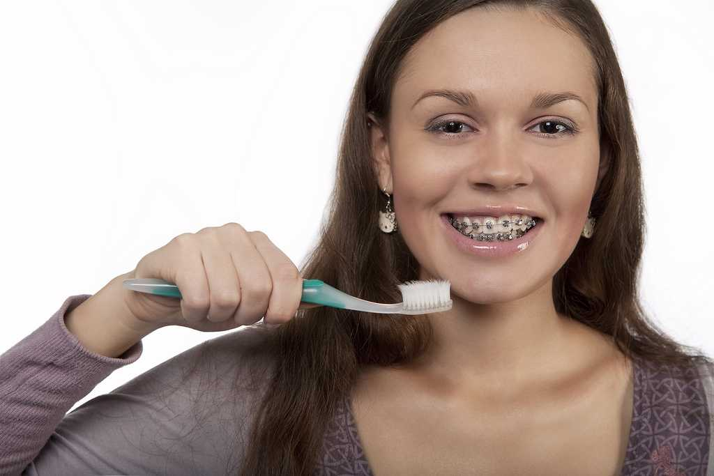 how to keep your braces clean